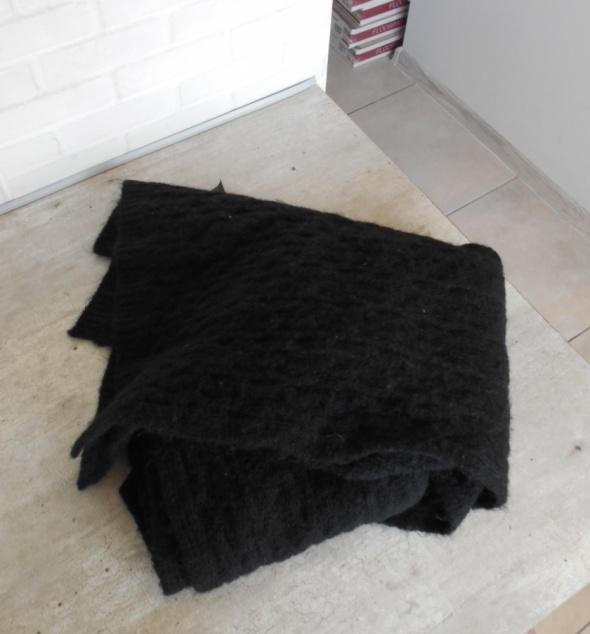 Zara czarny ciepły szalik...