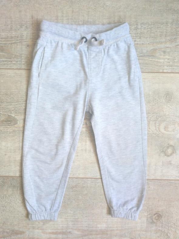 Szare dresowe spodnie rozmiar 92