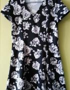 piankowa sukienka w kwiaty...