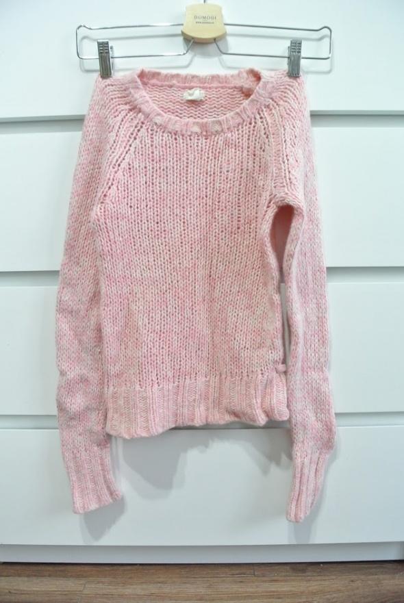 Różowy sweter z angorą i wełną American Eagle