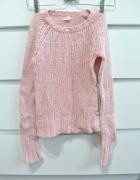 Różowy sweter z angorą i wełną American Eagle...