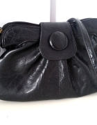 Mala czarna torebka listonoszka na ramie...
