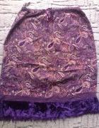 fioletowa spódnica w kwiaty...