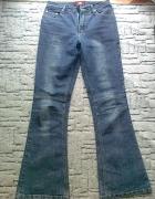 jeansy z przeszyciami na kolanach