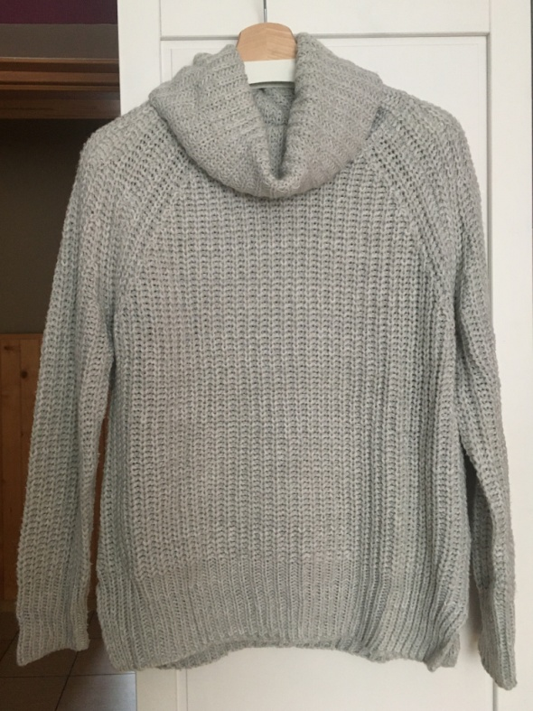 Szary sweter z golfem Reserved...