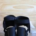 Zamszowe czarne sandałki frędzle 38