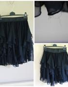 Rozkloszowana czarna spódnica w falbanki...