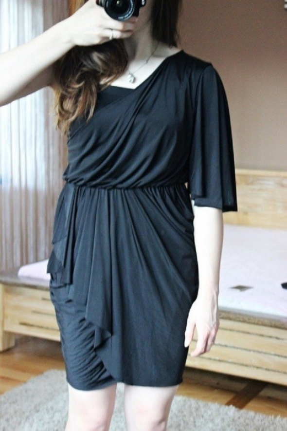 Czarna sukienka na jedno ramie Asos...
