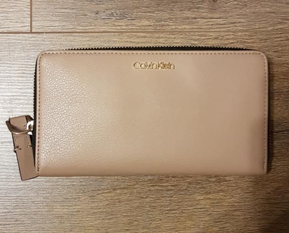 Portfel Calvin Klein model Enfold Large Ziparound Xl super pojemny