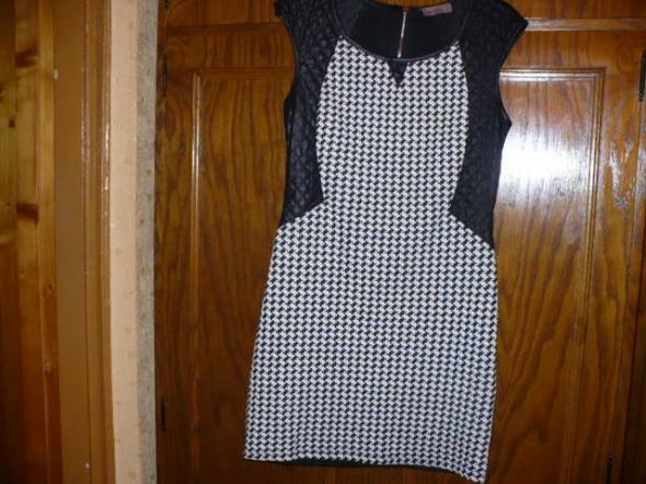 Sukienka w pepirtkę