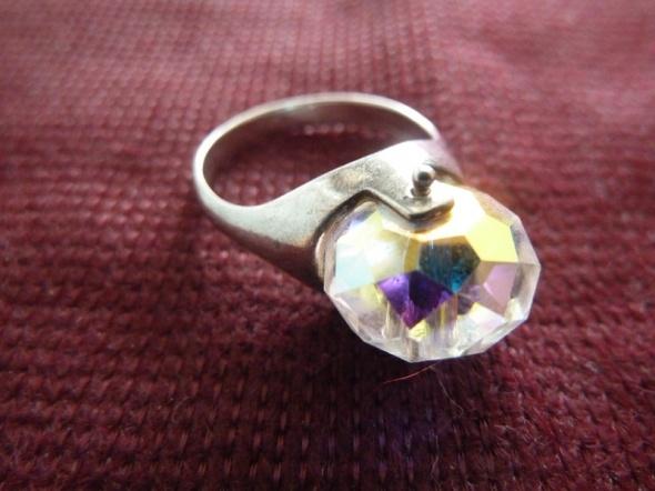 srebrny z kryształem