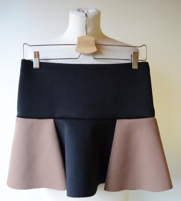 Spódnice Spódniczka Zara Basic S 36 Czarna Brązowa Pianka