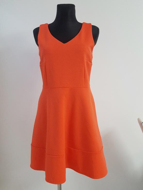 czerwona sukienka F&F