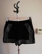 Czarne szorty w ornamenty reserved...