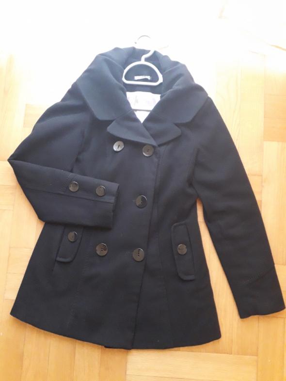 Płaszcz z beżową podszewką