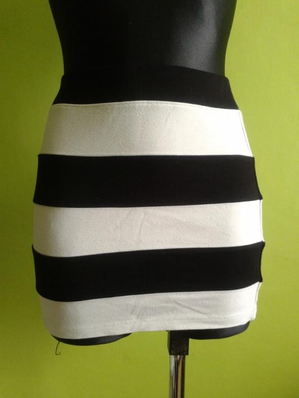 Spódnice Spódniczka czarno biała H&M