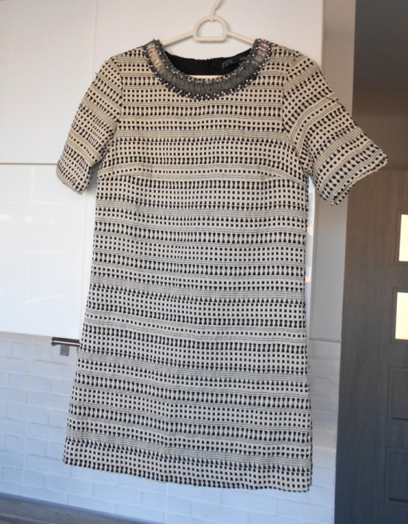 Zara sukienka elegancka naszyjnik zdobiona klasyka...