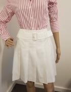 Biała plisowana spódnica marki Esprit...