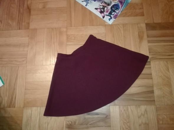 Rozkloszowana spódnica New Look...