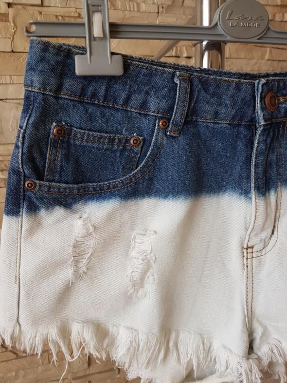 Spodenki Spodenki jeansowe z dziurami
