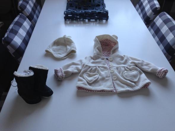 Komplety biały polarek czapeczka NEXT i śłiczne buciki