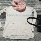Delikatny asymetryczny sweterek z kieszonkami i cekinami