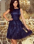 Granatowa sukienka rozkloszowana haftowana...