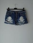 Krótkie spodenki z jeansu z ćwiekami...