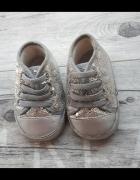 Bury niechodki z cekinami My first shoes...