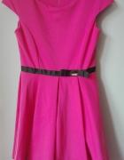 Rozkloszowana sukienka LA fuzia różowa...