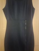 Czarna sukienka prosta TOP SECRET z ozdobnym zamkiem...