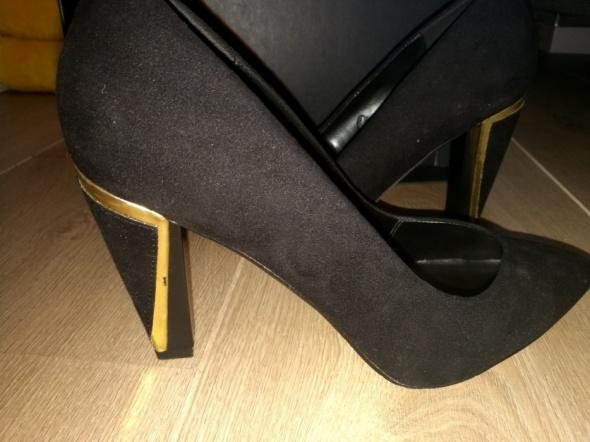 Czarne buty na słupku 39...