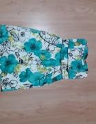 Sukienka w niebieskie i białe kwiaty...