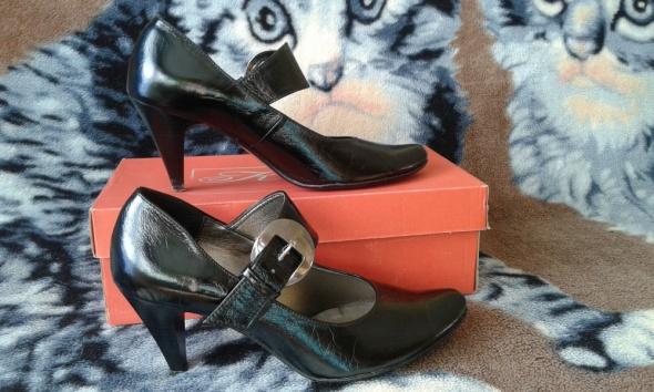 Czane buty z klamerką