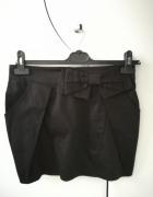 Czarna spódnica z kieszeniami...