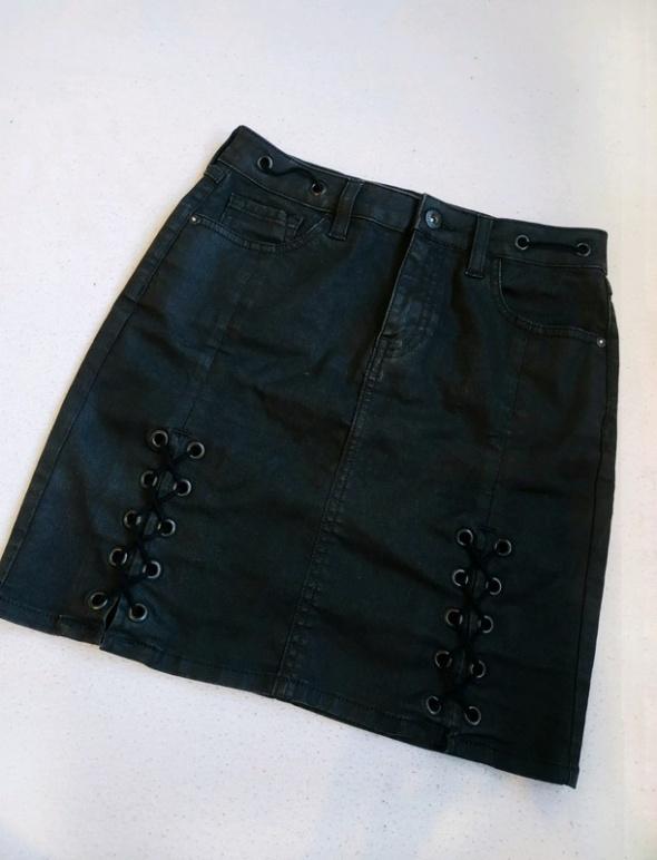 Jeansowa spódniczka z wiązaniem