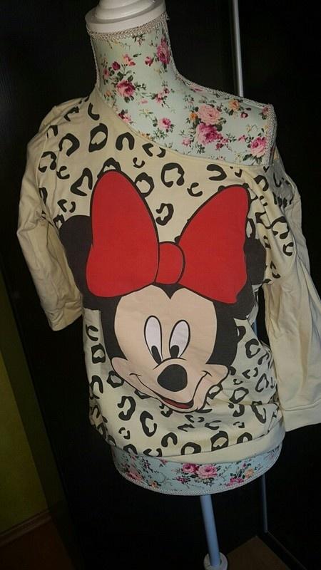 Mickey Mouse opadające ramię