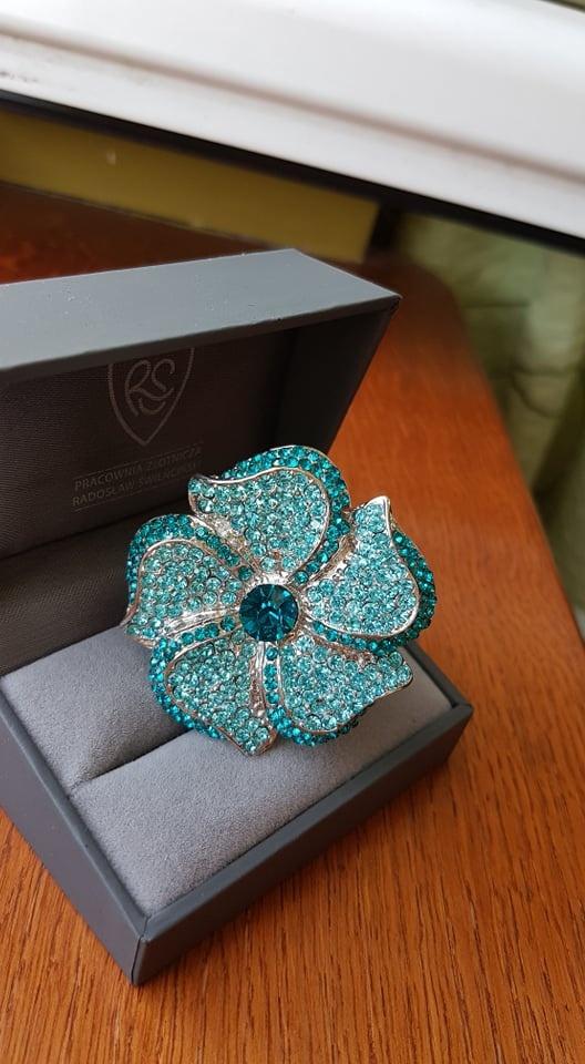 Pierścionki pierscionek z niebieskim kwiatem