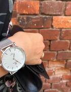 Elegancki zegarek na bransolecie kolor srebrny...