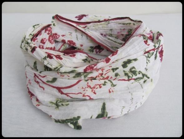Piękny szal szalik motyw roślinny 150 cm x 55 cm