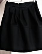 Czarna spódniczka z zakładkami 34 H&M...