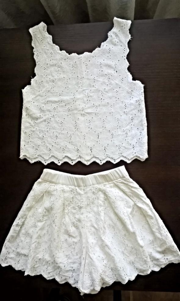Biały wyszywany komplet koszulka spodenki XS S