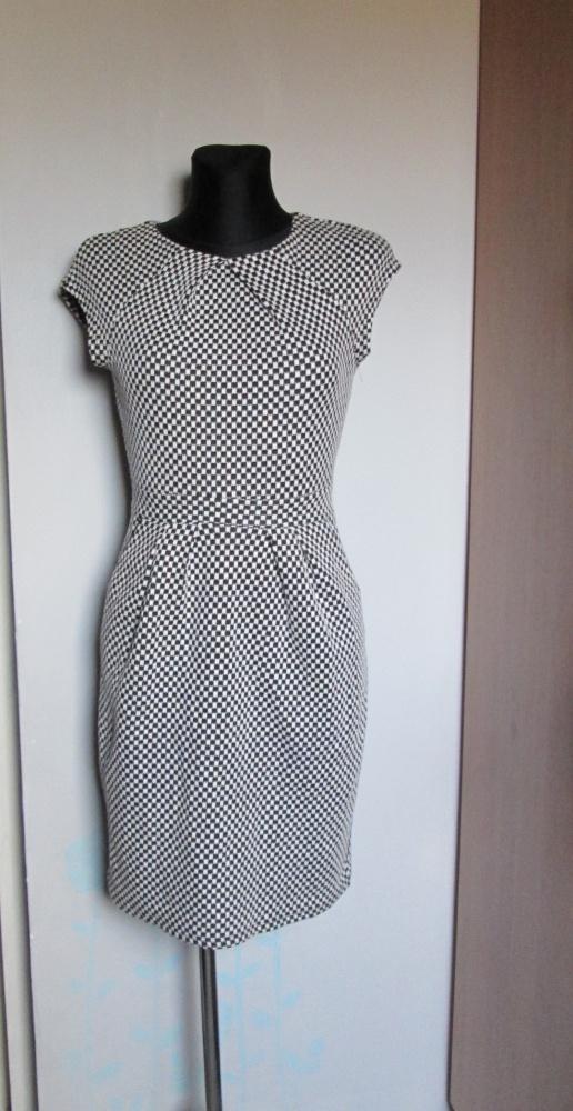Promod śliczna czarno biała sukienka z kieszeniami