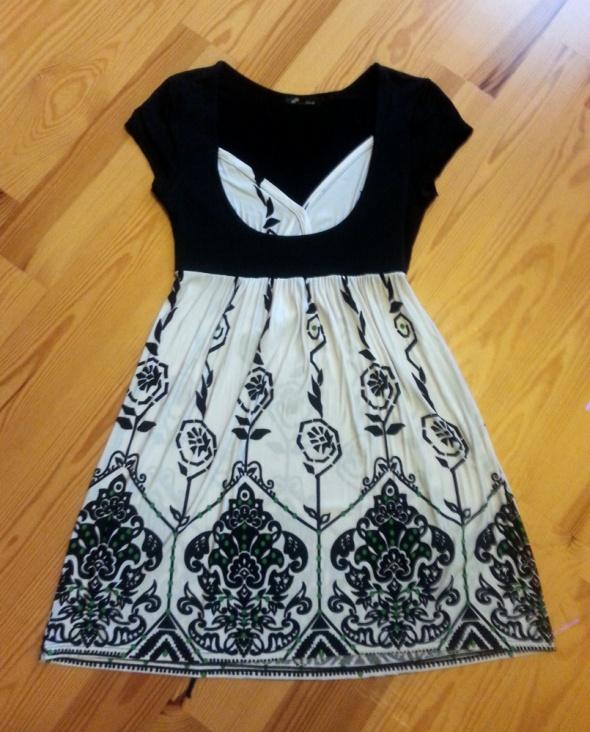 Śliczna dziewczęca sukienka na lato