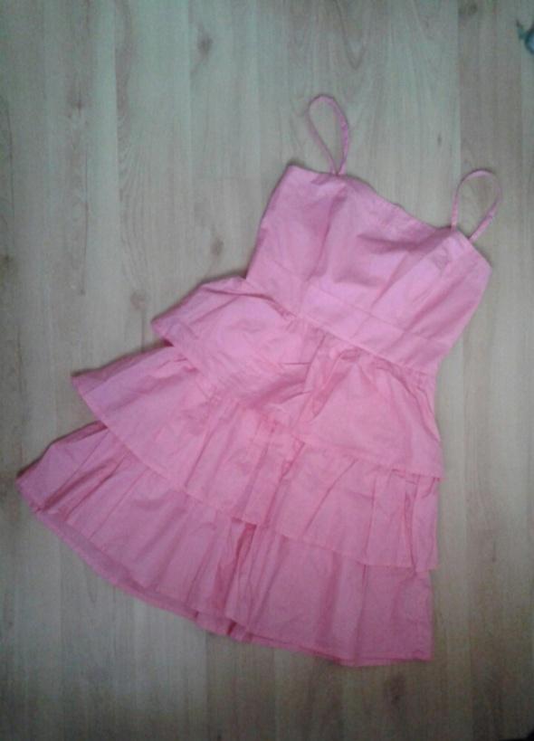 Zwiewna różowa sukienka XS z falabankami