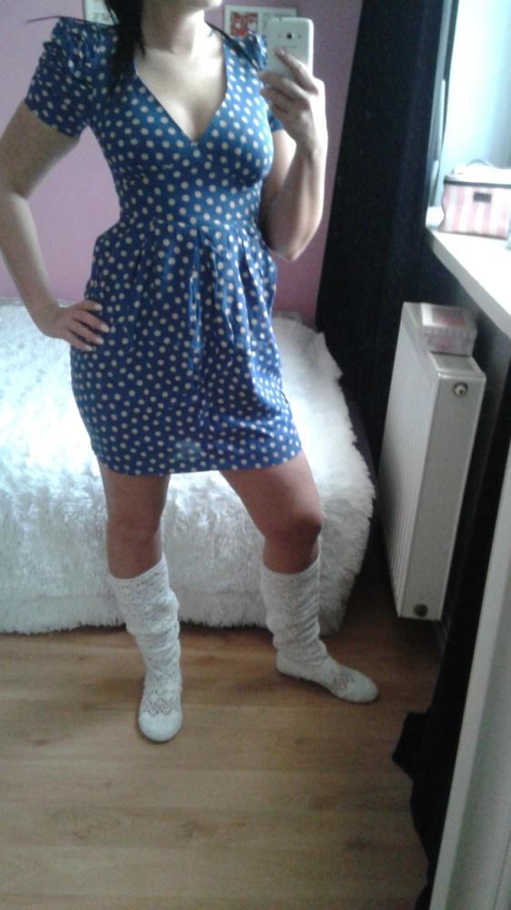 Sukienka XS niebieska w kremowe kropki