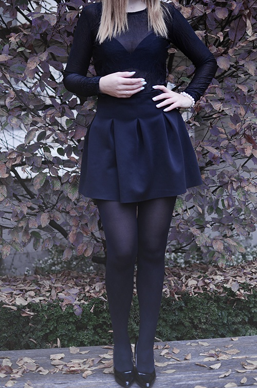 Spódnice czarna rozkloszowana spódniczka S
