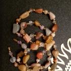Korale z naturalnych kamieni okazałe