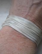 Ciekawa srebrna lejąca się bransoletka