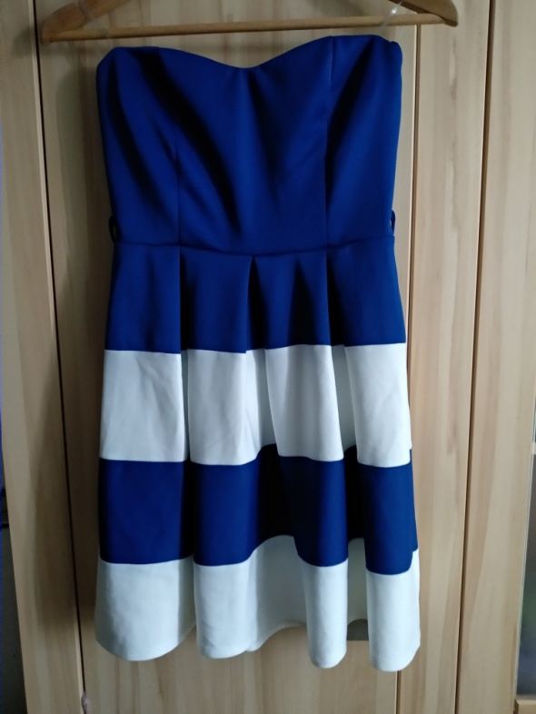 Biało niebieska krótka sukienka w paski...